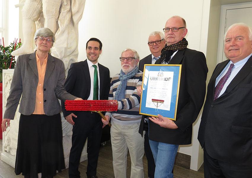 Pro Düsseldorf verleiht Goldenen Besen